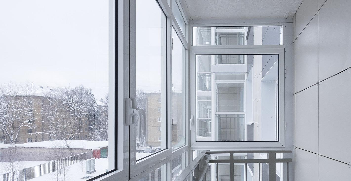 Что влияет на стоимость остекления балкона
